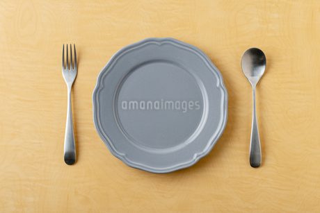 Empty plate spoon and forkの写真素材 [FYI03449361]