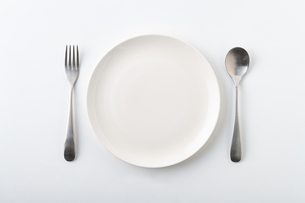 Empty plate spoon and forkの写真素材 [FYI03449362]