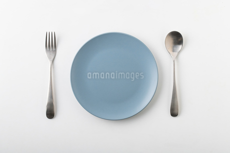 Empty plate spoon and forkの写真素材 [FYI03449363]