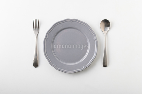 Empty plate spoon and forkの写真素材 [FYI03449364]