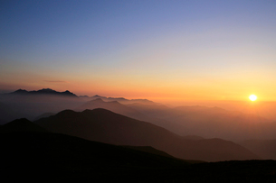 乗鞍岳から望む朝の穂高連峰の写真素材 [FYI03449469]