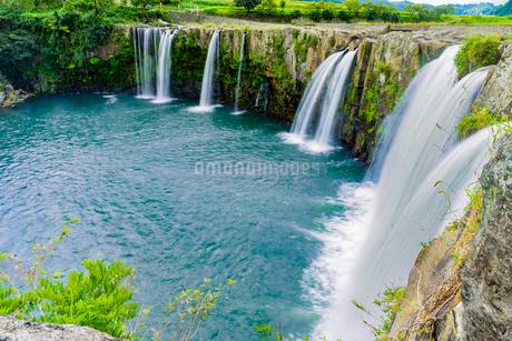 上から見下ろした滝の写真素材 [FYI03449621]
