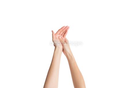 ハンドマッサージしている女性の手の写真素材 [FYI03449902]
