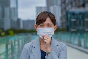 マスクをしている女性の写真素材 [FYI03449981]