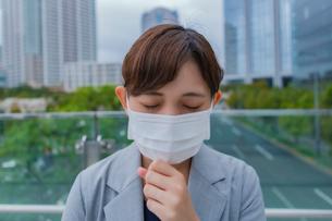 マスクをしている女性の写真素材 [FYI03449985]
