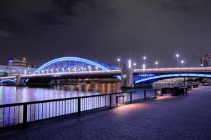 ライトアップが新しくなった駒形橋の夜景の写真素材 [FYI03450124]