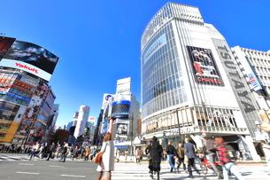渋谷駅前スクランブル交差点の写真素材 [FYI03450677]