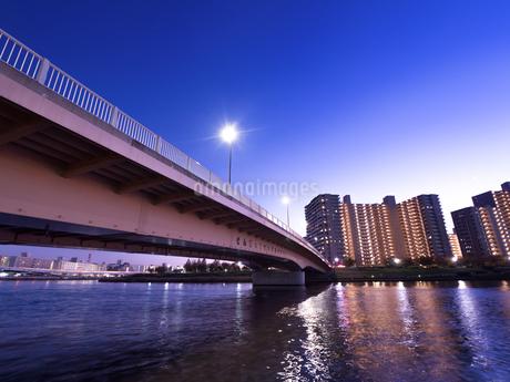 隅田川と千住汐入大橋の写真素材 [FYI03450795]