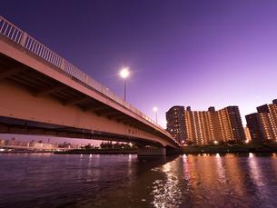 隅田川と千住汐入大橋の写真素材 [FYI03450796]