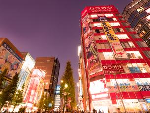 夕暮れの秋葉原電気街の写真素材 [FYI03450912]