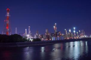 三重県四日市の工場夜景の写真素材 [FYI03450983]
