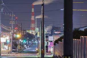 三重県四日市の工場夜景の写真素材 [FYI03450984]
