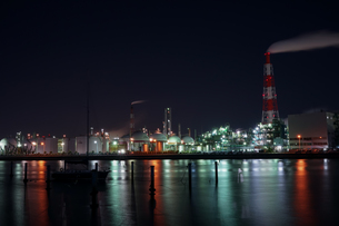 三重県四日市の工場夜景の写真素材 [FYI03450985]