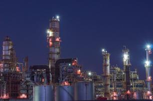 三重県四日市の工場夜景の写真素材 [FYI03450988]