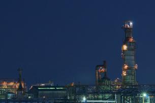 三重県四日市の工場夜景の写真素材 [FYI03450991]