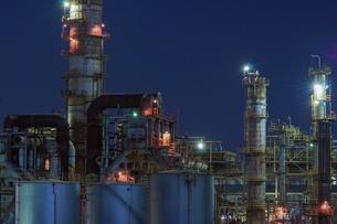 三重県四日市の工場夜景の写真素材 [FYI03450993]