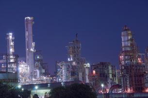 三重県四日市の工場夜景の写真素材 [FYI03450995]