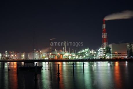 三重県四日市の工場夜景の写真素材 [FYI03450996]