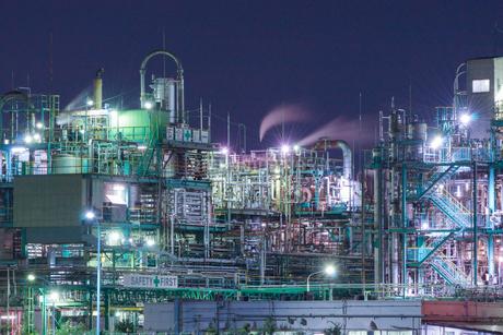 三重県四日市の工場夜景の写真素材 [FYI03450998]