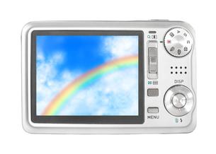 デジカメに映る虹のイラスト素材 [FYI03451025]