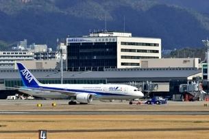大阪国際空港を出発するの写真素材 [FYI03451218]