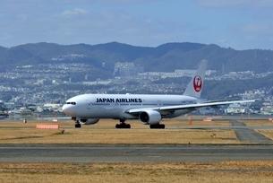 大阪国際空港を出発するの写真素材 [FYI03451231]