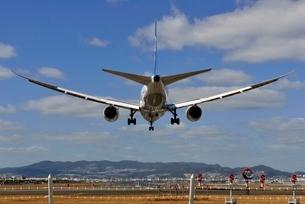 大阪国際空港に着陸するの写真素材 [FYI03451233]