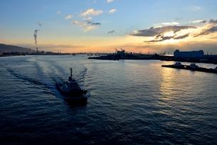 夜明けの神戸港の写真素材 [FYI03451244]