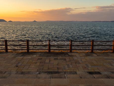 香川県 サンポート 夕暮れの高松港周辺2の写真素材 [FYI03451338]