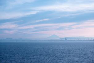 海ほたるから見た富士山の写真素材 [FYI03451591]