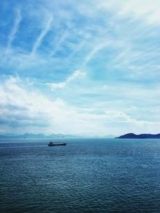 瀬戸内海と船の写真素材 [FYI03451732]