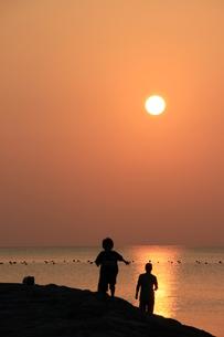 南国の夕日の写真素材 [FYI03451795]