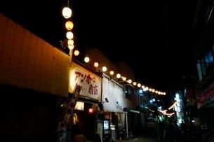 夜の街の写真素材 [FYI03451974]
