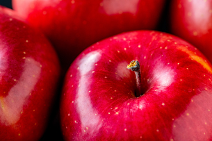 Close up view of red applesの写真素材 [FYI03452026]