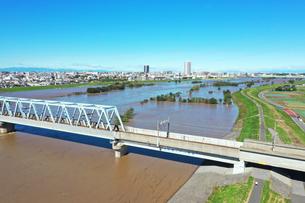 増水した江戸川の空撮の写真素材 [FYI03452200]