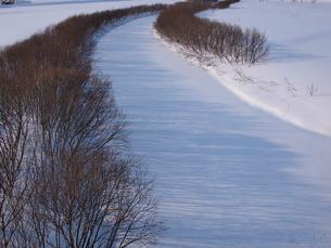 凍った川の写真素材 [FYI03452675]