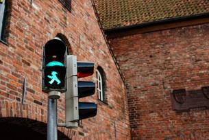 ドイツの信号 アンペルマン 青と赤の写真素材 [FYI03452717]