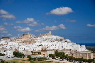 南イタリアの要塞都市 オストゥーニの写真素材 [FYI03452721]