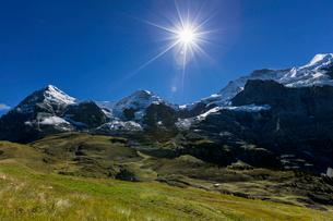 スイス、トップオブヨーロッパ、オーバーラント三山の風景の写真素材 [FYI03452739]