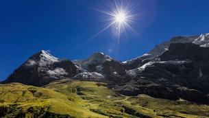 スイス、トップオブヨーロッパ、オーバーラント三山の風景の写真素材 [FYI03452742]