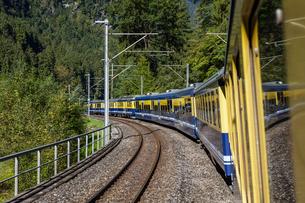 スイス、ベルナーオーバーラント鉄道の写真素材 [FYI03452756]