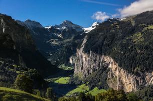 スイス、ラウターブルネンタールの風景の写真素材 [FYI03452761]