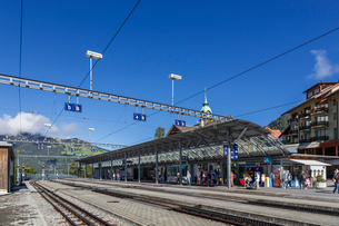 スイス、オーバーラント、ヴェンゲン駅の風景の写真素材 [FYI03452772]