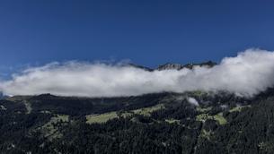 スイス、ラウターブルネンタールの風景の写真素材 [FYI03452781]