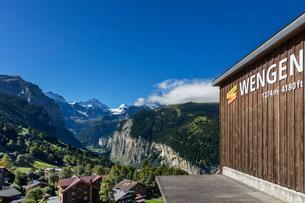 スイス、オーバーラント、ヴェンゲンの風景の写真素材 [FYI03452784]