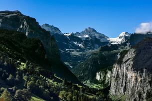 スイス、オーバーラント、ヴェンゲンからのアルプス風景の写真素材 [FYI03452785]