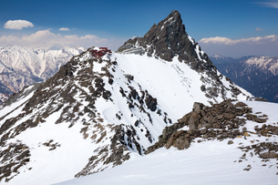 北アルプス 春雪の大喰岳より槍ヶ岳の写真素材 [FYI03452974]