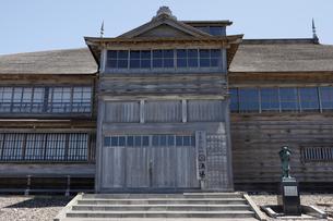 6月 旧花田屋番屋 -ニシン漁の宿泊所-の写真素材 [FYI03453103]
