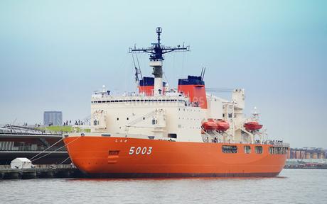 南極観測船しらせの写真素材 [FYI03453183]