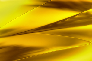 ゴールドメタリックなクールなガラス質感のアブストラクトの写真素材 [FYI03453456]